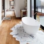 10-combinatie de marmura cu dusumea lemn pardoseala baie deschisa spre dormitor matirmonial
