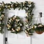 10-coronite si ghirlande din crengi de brad si globuri decoratiuni de Craciun pentru casa