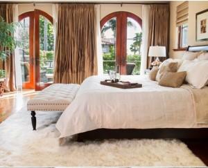 10-covor moale alb si pufos decor dormitor confortabil si calduros