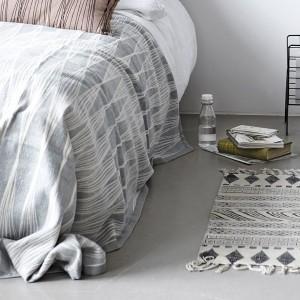 10-cuvertura de pat lunga cu marginile atarnd pana pe podea