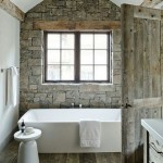 10-decor baie rustica pereti vopsiti cu lavabila alba si unul placat cu piatra