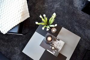 10-decor masuta de cafea din livingul decorat in alb negru si gri