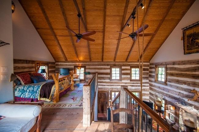 10 Dormitor Amplu Mansarda Deschisa Interior Cabana Din Lemn Restaurata Casadex Ro