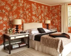10-dormitor clasic elegant cu pereti imbracati cu tapet portocaliu