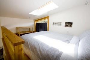 10-dormitor loft mansarda casa mica din lemn Portland Oregon
