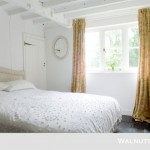 10-dormitor rustic alb casa veche sec 17 renovata