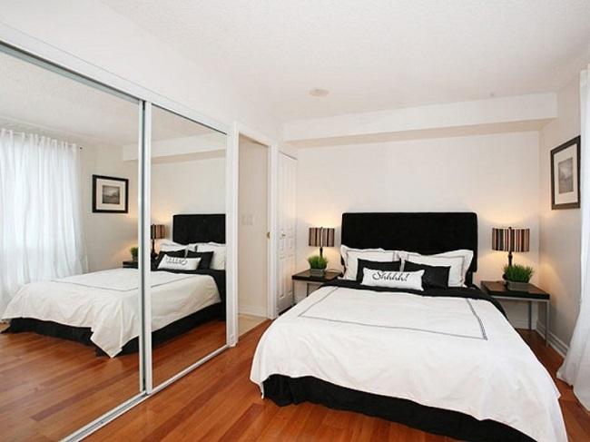 Dormitor mic cu dressing