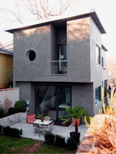 10-dupa renovare casa veche terasa mica si curte amenajata