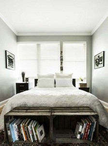 10-etajere pentru carti din cutii de lemn decor de la picioarele patului din dormitor