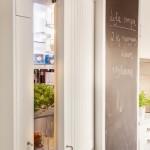 10-frigider integrat in mobila perete bucatarie lunga si ingusta