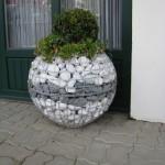 10-gabion decorativ cu forma sferica din plasa de sarma si pietre