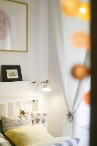 10-globuri-luminoase-decor-toc-usa-intrare-dormitor-mic