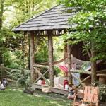 10-hamac agatat in foisor din lemn rustic curte casa stil tudor restaurata