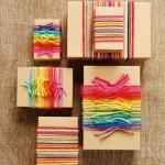 10-impachetarea cadourilor de Craciun cu sfoara colorata innodata