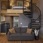 10-interior casa mica structura lemn cu scara interioara si loft stil modern