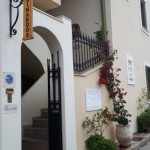 10-intrare din strada hotel Linardos Apartments Asos Kefalonia