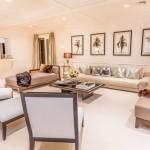 10-living alaturat bucatariei dupa renovare decorata in alb
