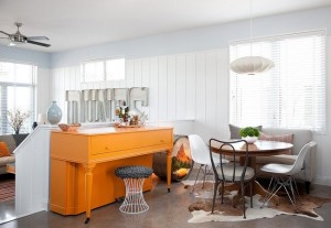10-loc de luat masa amplasat intre living si bucataria open space