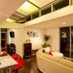 10-loc de luat masa si living open space casa din doua containere