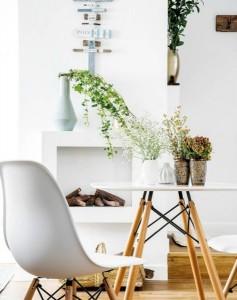 10-masa si scaune Eames decor apartament modern mic 45 mp