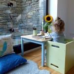10-masuta scaunele si perne de pardoseala mobilier camera copil Metoda Montessori