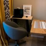 10-mic birou amenajat in apropierea locului de luat masa din bucataria open space