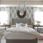 10-pereti gri cu dungi albe in diagonala amenajare dormitor frumos