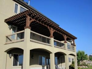10-pergola decorativa din lemn balcon mare