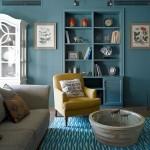 10-plinta asortata cu peretele albastru in amenajarea unui living