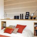 10-polita din lemn montata pe o nisa din igips carton construita la capul patului din dormitor