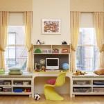 10-rafturi depozitare si bancute construite sub fereastra din camera copilului