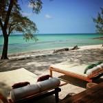 10-sezlonguri asezate pe tarmul Oceanului Indian insula Vamizi Africa