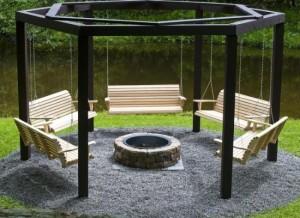 10-structura hexgonala din lemn cu leagane si groapa pentru foc