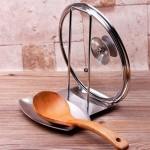 10-suport din inox pentru capac si lingura util in timpul gatitului