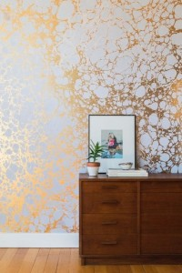 10-tapet decorativ cu irizatii aurii tendinte 2016
