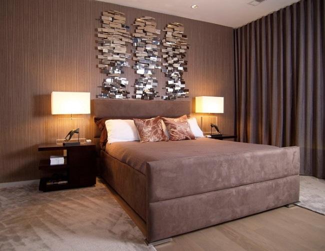 10-tapet decorativ maro ciocolatiu cu striatii verticale maro deschis