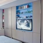 10-televizor cu biblioteca integrat in centrul unui dressing modern