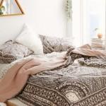 10-textile colorate mici accente cromatice amenajare dormitor mic