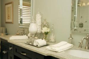 10-vase din sticla pentru organizarea maruntisurilor din baie