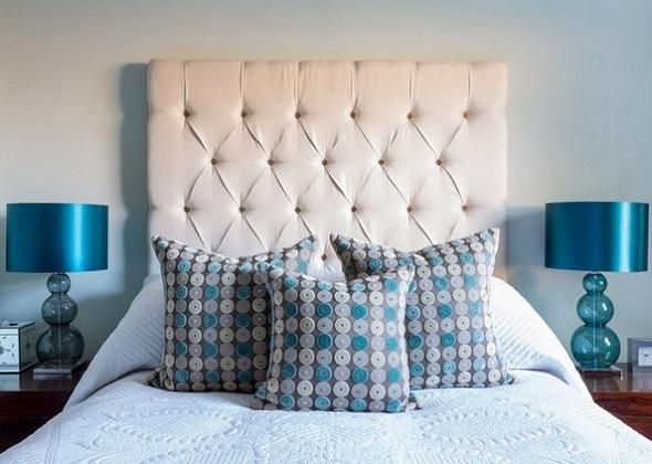 10-veioze-decorative-albastre-asortate-cu-pernutele-decorative-de-pe-patul-din-dormitor