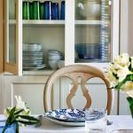 10-vesela cu ornamente albastre detalii decor dining casa alba cu accente albastre