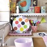 10-vesela si accesorii colorate decor bucatarie mica open space