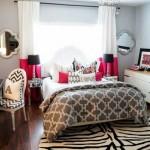 11-accente ciclam intr-un dormitor modern cu patul asezat sub fereastra
