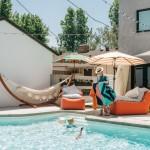 11-actrita Lena Headey in curtea casei sale cu piscina de langa Los Angeles