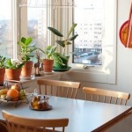 11-amenajare loc de luat masa in balconul alaturat unei bucatarii mici