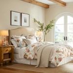 11-asternuturi albe si cu imprimeu decor dormitor amenajat in stil maritim