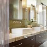11-baie-matrimoniala-cu-mozaic-verde-lavoare-albe-si-blat-din-marmura