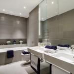 11-baie minimalista cu peretii placati cu faianta fara rosturi gri