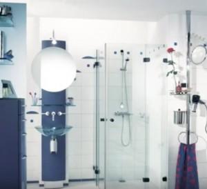 11-baie moderna mare finisata in alb si albastru
