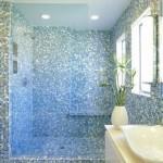 11-baie moderna placata cu mozaic din sticla